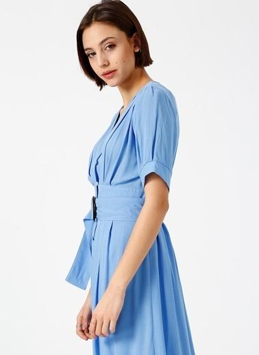 Random Önden Düğmeli Kuşaklı Midi Elbise Mavi